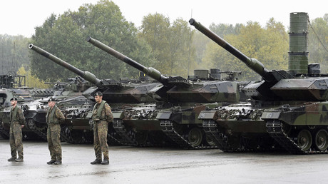 Leopard 2 tanks are seen during a German army, the Bundeswehr, training and information day in Munster, Germany © Fabian Bimmer