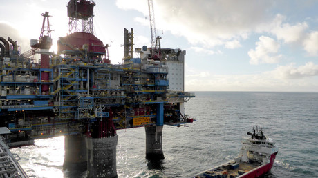 Oil prices rise over signs of market rebound