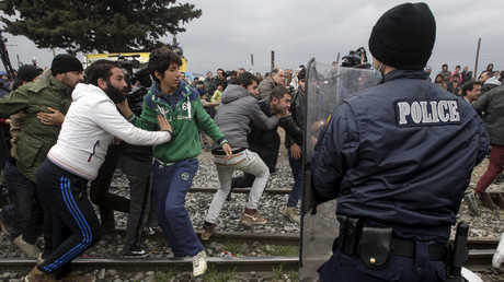 Stranded refugees and migrants try to break a Greek police cordon in order to approach the border fence at the Greek-Macedonian border, near the Greek village of Idomeni, February 29, 2016. © Alexandros Avramidis