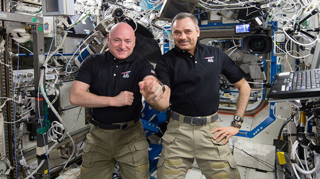 NASA astronaut Scott Kelly (L) and Russian cosmonaut Mikhail Kornienko. © NASA
