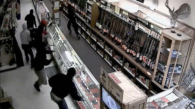 Get your guns: 10 hooded thieves steal 50 weapons from Texas store (VIDEO)