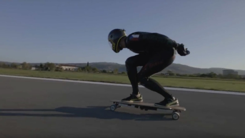 Jet skater: Daredevil sets longboard land speed record, then crashes (VIDEO)