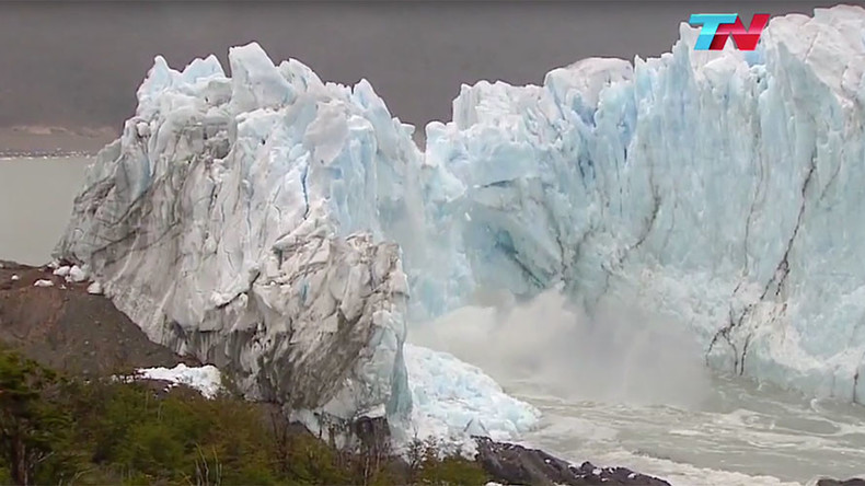 Glacier's ice bridge spectacularly collapses in Argentina (VIDEO)