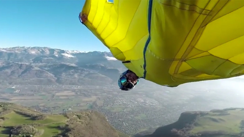 Wingsuit insanity: Stuntman jumps off cliff, dives between antennae (VIDEO)