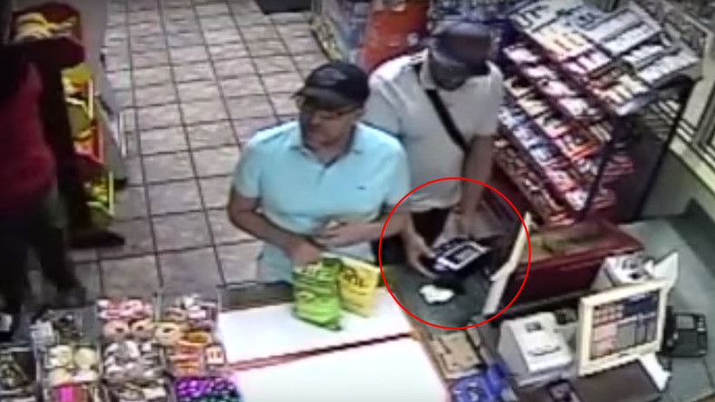 Cyber thieves install credit card skimmer in three seconds (VIDEO)