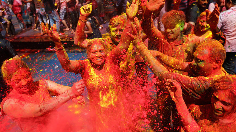 Festival of Colors: Holi week kicks off as Pakistan grants official status (PHOTOS, VIDEOS)