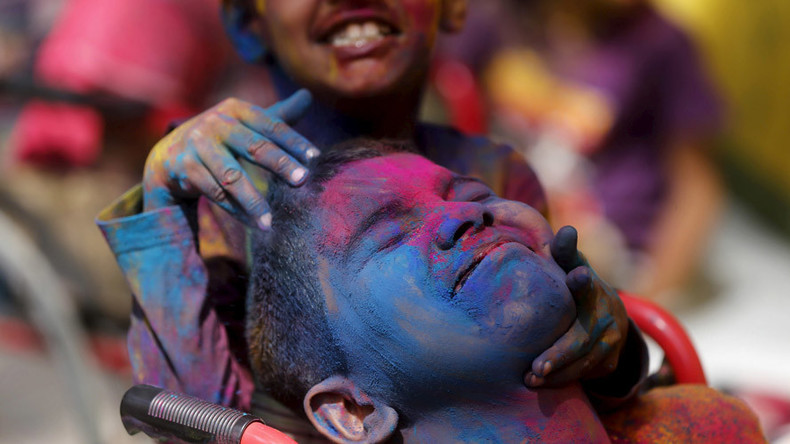 Holi highlights: Colors festival welcomes spring & triumph of good over evil (PHOTOS, VIDEOS)