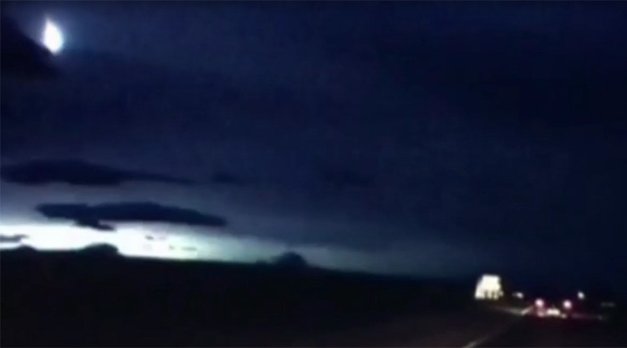Mysterious 'meteor' lights up Scottish sky, rumbles dramatically (VIDEO)