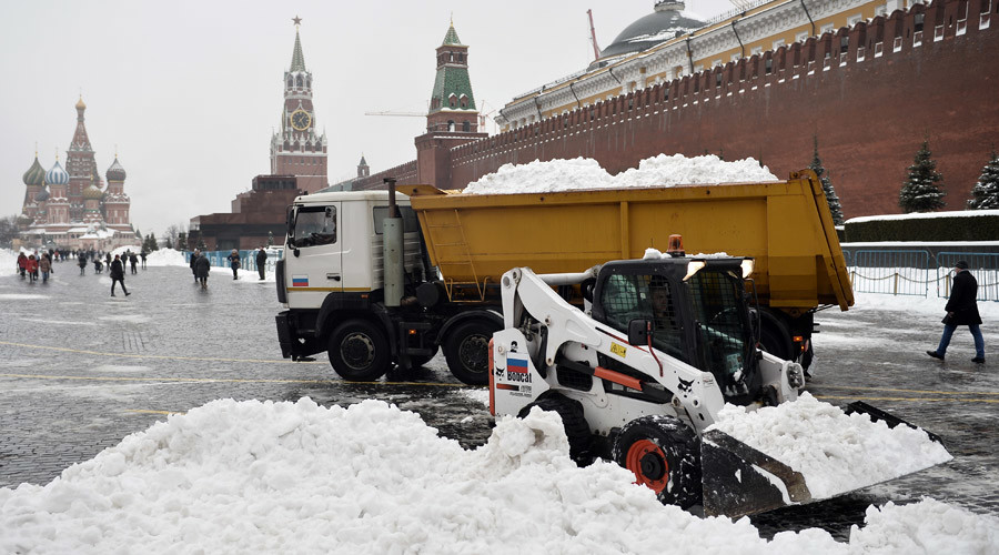 Like all the way to Rome: Monster traffic jams in Moscow after heaviest spring snowfall in 50yrs