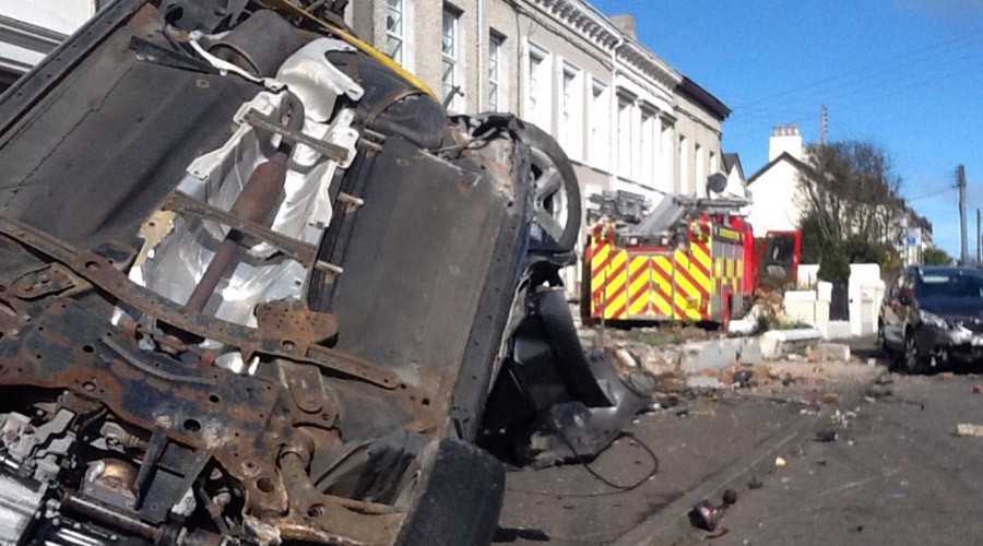 Delinquent duo steal N. Irish fire engine, destroy 8 cars & crash into house (PHOTOS)