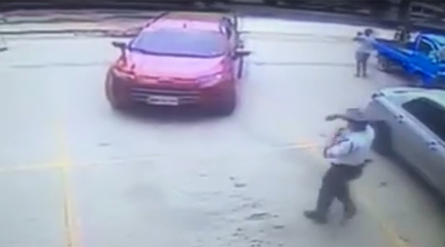 Guard unwittingly directs driverless car out of parking lot (VIDEO)