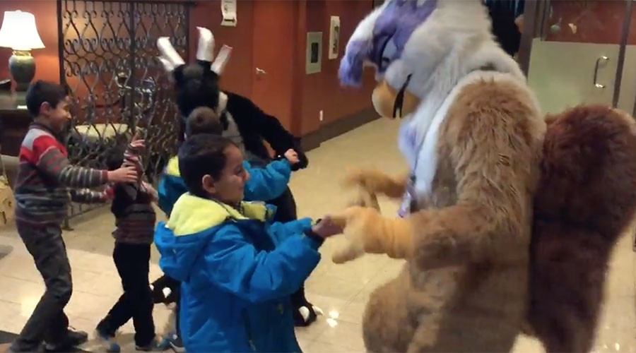 Syrian refugees welcomed by furry friends at Canadian convention (HEARTMELTING PHOTOS)