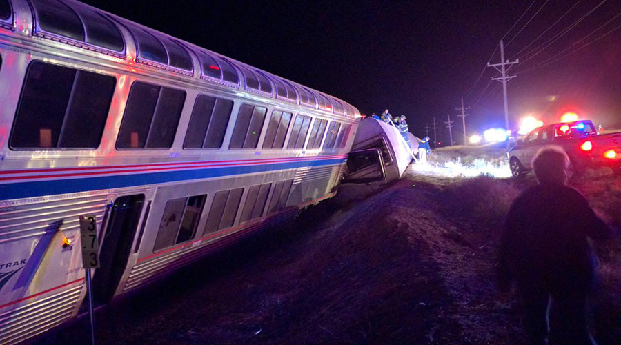 Chicago-bound Amtrak train with over 140 on board derails in Kansas, nearly 30 injured