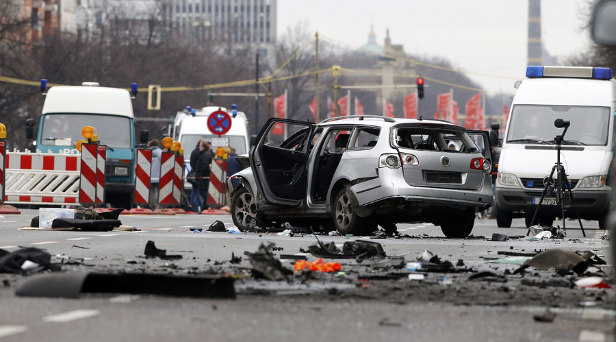 Car explodes in central Berlin, 1 dead, police suspect a bomb