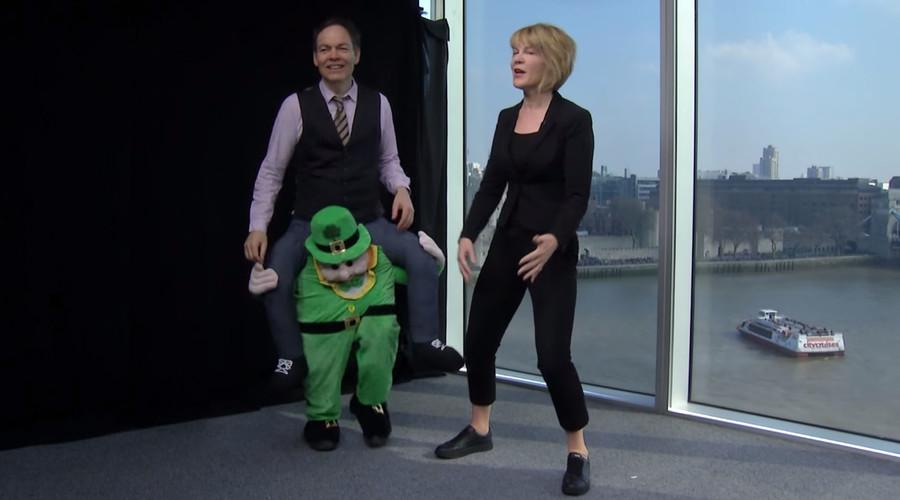 'Leprechaun' Max Keiser trolls 'gold-stealing' Irish banker (VIDEO)