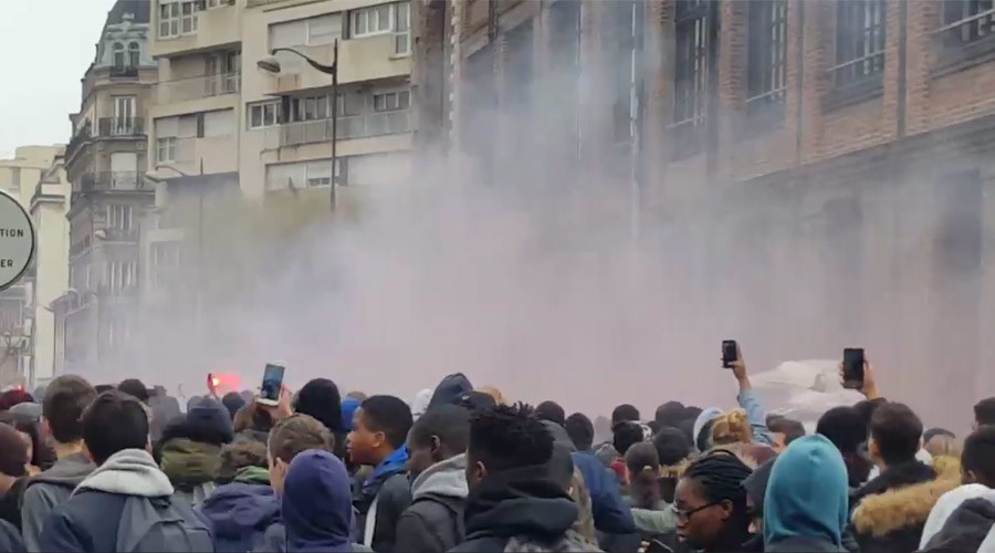 Smoke bombs & firecrackers: Students protest police violence in Paris (PHOTOS, VIDEOS)