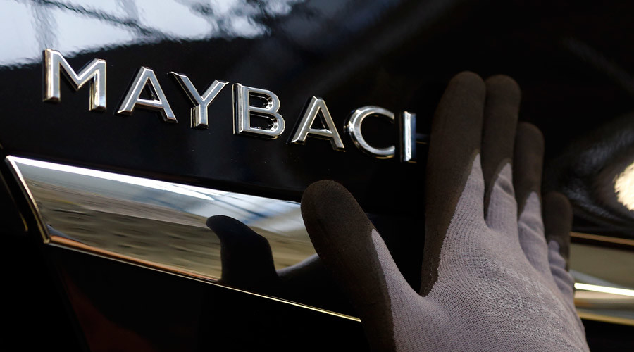 Only in Moscow? Luxury Maybach limo gets rear-ended by... another luxury Maybach limo (VIDEO)