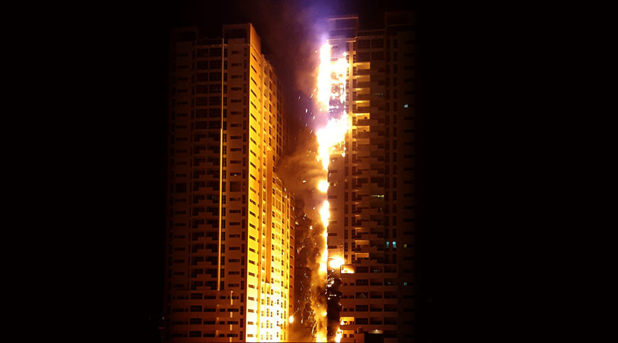 Huge fire engulfs 2 towers of residential skyscraper in UAE (VIDEO)