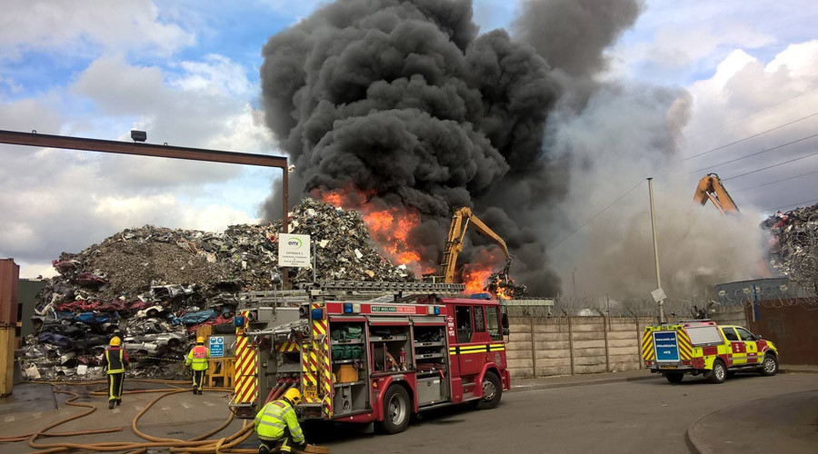 Firefighters battle 'severe' Birmingham scrapyard blaze (VIDEO)