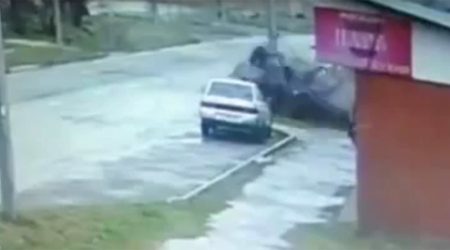 2 men miraculously survive extreme car ejection in Russia (VIDEO)