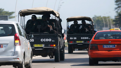 Security forces drive towards Grand Bassam in Abidjan, Ivory Coast, March 13, 2016 © Joe Penney