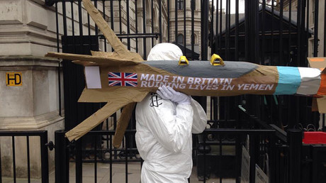 'Missiles' delivered to Downing Street in protest at British arms used in Yemen war (VIDEO)