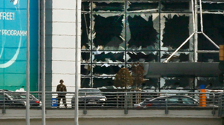 A soldier stands near broken windows after explosions at Zaventem airport near Brussels, Belgium, March 22, 2016 © Francois Lenoir