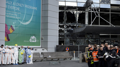 Rescuers and staff members attend a ceremony outside of the terminal at Brussels International airport following bomb attacks in Brussels metro and Belgium's airport of Zaventem, Belgium March 23, 2016. © Yorick Jansens