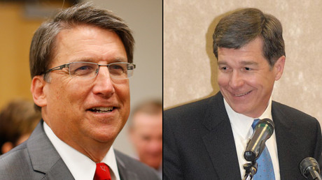 (L-R) North Carolina Governor Pat McCrory and Attorney General Roy Cooper © Reuters / wikipedia.org