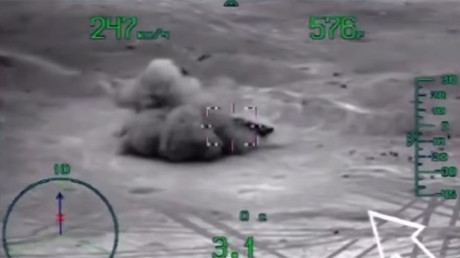 ISIS vehicles hunted & destroyed by Russian Mi-28 helicopters in Syrian desert (MILITARY VIDEO)