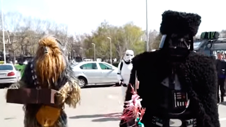 Darth Vader, Chewbacca present ex-Georgian prez Saakashvili with BBQ tools (VIDEO)