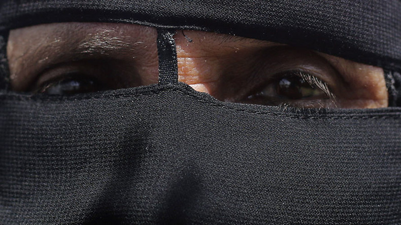 Extreme Islam 'winning battle' while face veils spread 'ideological message' – French PM