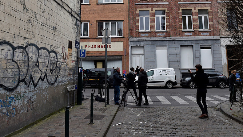 Female reporter attacked live on air in notorious Molenbeek (VIDEO)