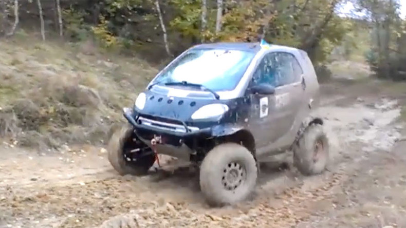 Petrolhead beefs up city Smart car into raging mud buggy (VIDEO)