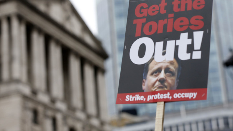 'Close tax loopholes or resign!' Anti-Cameron protests gather momentum