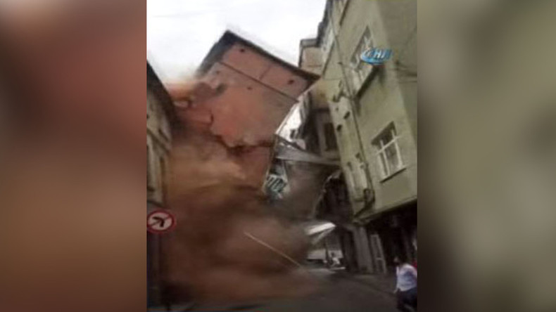 Seconds from death: Five-storey Istanbul building crumbles in flash (VIDEO)