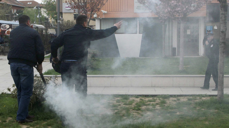 Protesters release tear gas to disrupt Kosovo president's inauguration (VIDEO)