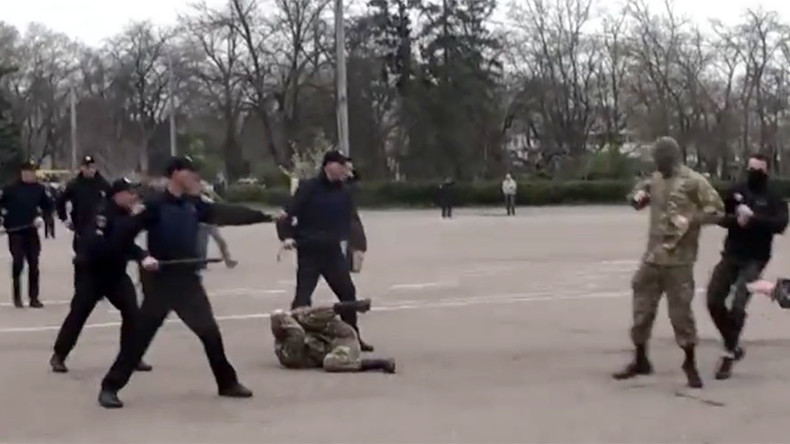 Ukrainian far-right groups clash with police during WWII commemoration (VIDEO)