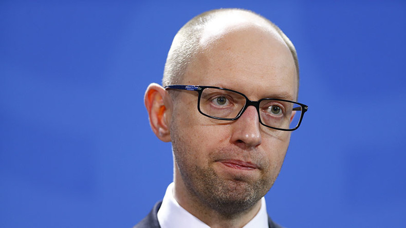 'Poroshenko & Yatsenyuk failing Ukraine over radical Right Sector nationalists'