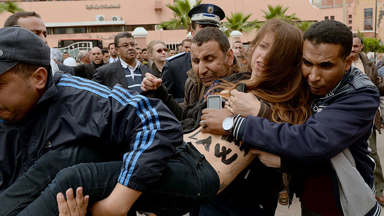 Topless FEMEN protesters deported from Morocco after defending two gay men on trial (VIDEO)