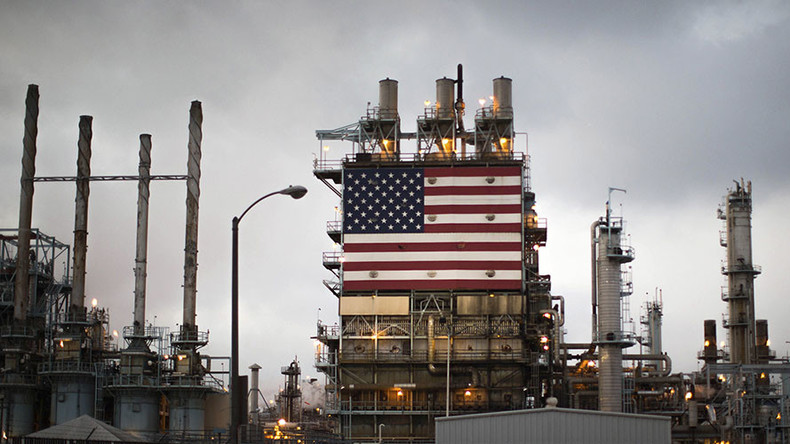 American oil production slips on low prices