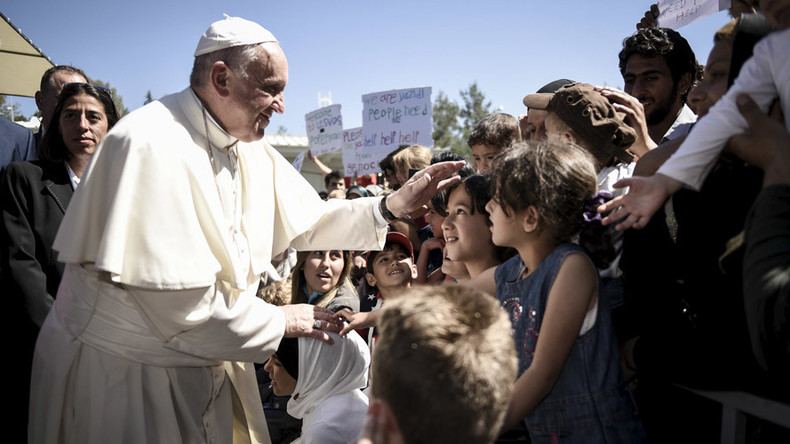 Pope Francis rescues 12 Syrian Muslim refugees, takes them from Greece to Rome