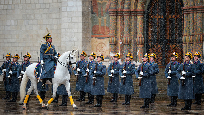 Watch Kremlin Regiment demonstrate exemplary marching skills (VIDEO)