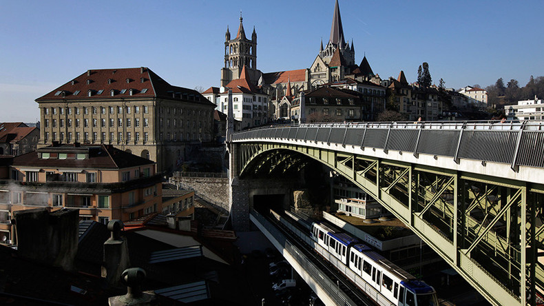 Easy money: Swiss city to pay residents a free wage