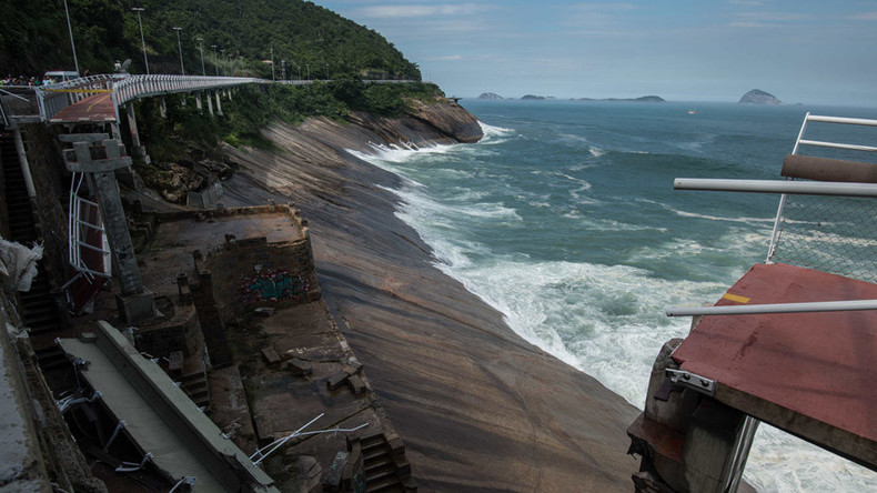 Rio Olympics cycle path smashed by wave, killing 2 (VIDEOS)