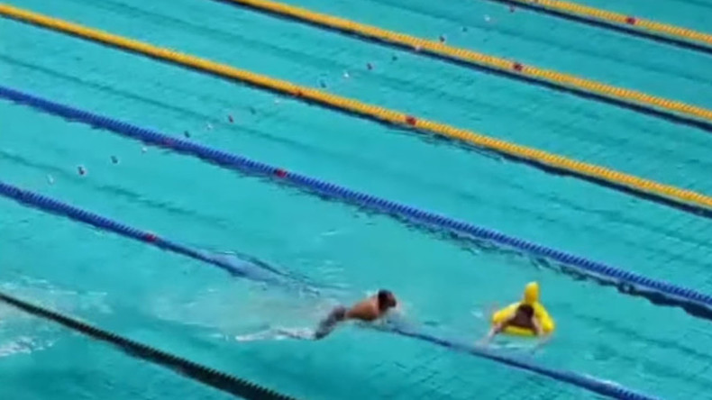 Rubber duck 'streaker' gate-splashes Olympic swim trials in Russia (VIDEO)
