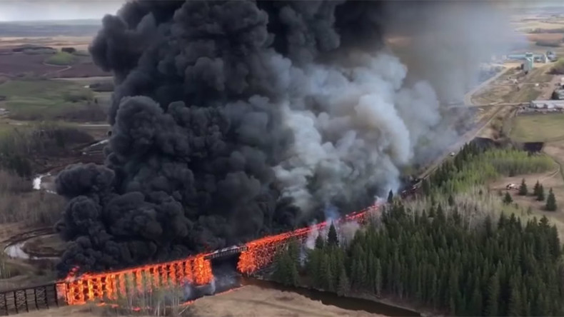 Blaze devours CN Rail bridge: Canadian police suspect arson after 17th fire in 6 days (VIDEO)