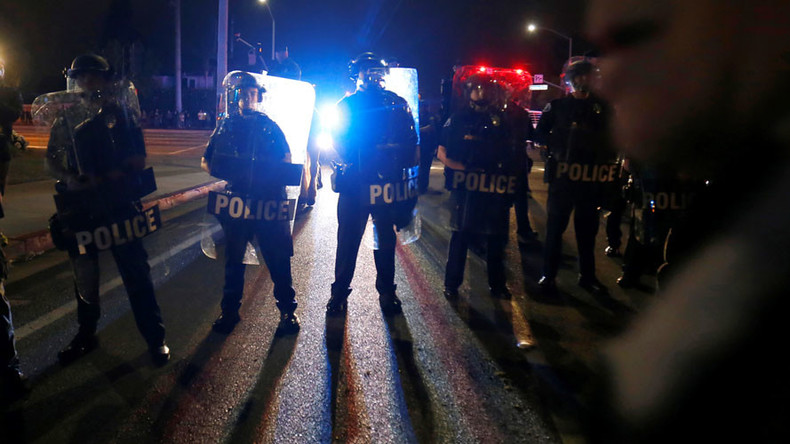 20 arrests as 'Dump Trump' protesters block road, clash with cops in Orange County (VIDEO)