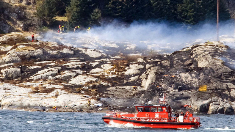 Statoil chopper crashes off Norway coast, at least 11 of 13 on board dead