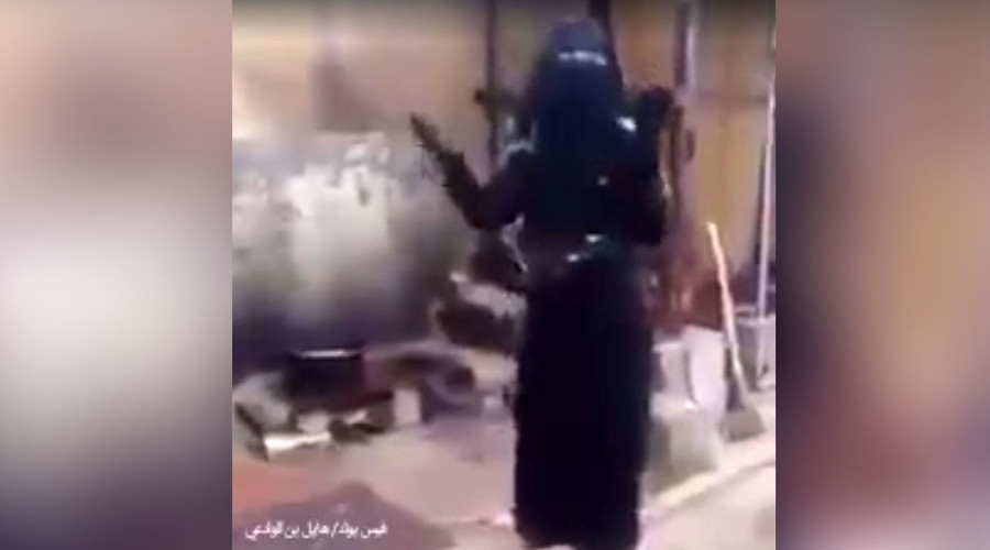 'Save us from ISIS or bomb us with chemical weapons,' pleads Iraqi woman in emotional FB video